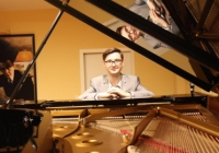 Sam Hylton playing his arrangement of a Simon & Garfunkel tune at Munich's Steinway Haus this summer